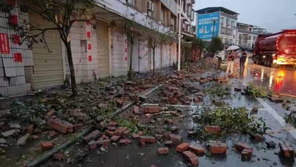 Động đất mạnh làm rung chuyển Tứ Xuyên, ít nhất 2 người chết - Ảnh 1.