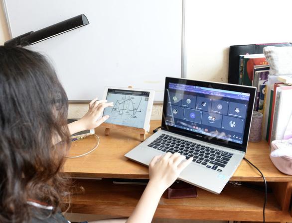 Khổ với phần mềm học trực tuyến: Liên tục bị out, lúc nghe lúc không - Ảnh 1.