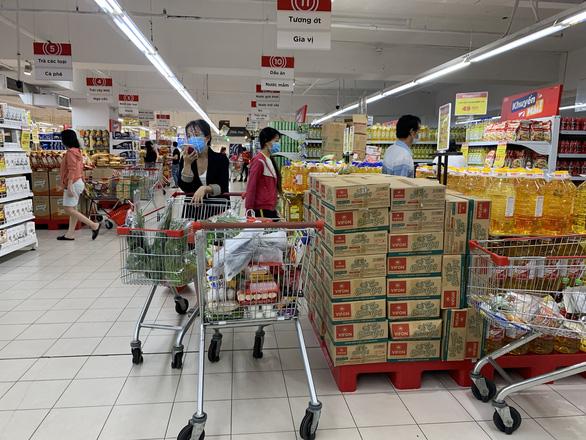 Người dân quận 7 mừng rỡ đi siêu thị, quán ăn liên tục chốt đơn qua app - Ảnh 9.