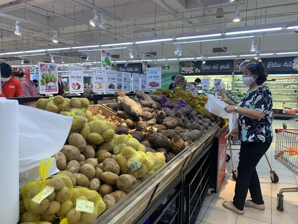 Người dân quận 7 mừng rỡ đi siêu thị, quán ăn liên tục chốt đơn qua app - Ảnh 10.