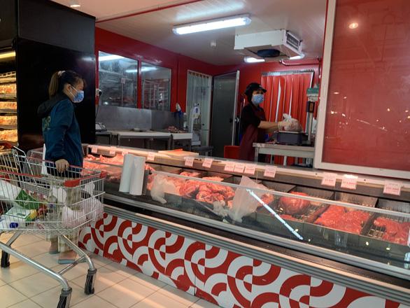 Người dân quận 7 mừng rỡ đi siêu thị, quán ăn liên tục chốt đơn qua app - Ảnh 8.