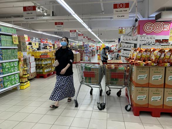 Người dân quận 7 mừng rỡ đi siêu thị, quán ăn liên tục chốt đơn qua app - Ảnh 11.