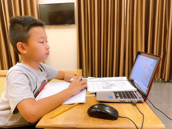 Hà Nội tăng cường kiểm soát việc giáo viên sử dụng tư liệu tranh, ảnh clip dạy học trực tuyến - Ảnh 1.