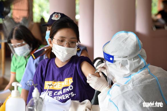 Quận Tân Bình, TP.HCM tiêm vắc xin mũi 2 không cần lên danh sách trước - Ảnh 4.