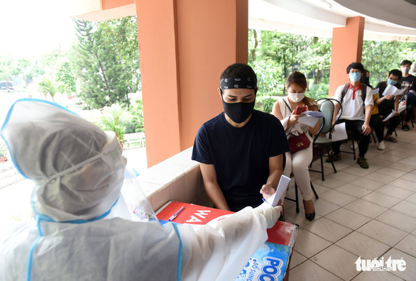 Quận Tân Bình, TP.HCM tiêm vắc xin mũi 2 không cần lên danh sách trước - Ảnh 3.
