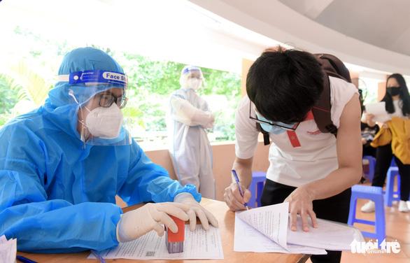 Quận Tân Bình, TP.HCM tiêm vắc xin mũi 2 không cần lên danh sách trước - Ảnh 5.