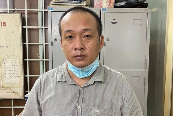 Một thanh niên TP.HCM bán nhiều giấy đi đường giả, thẻ tình nguyện viên giả…