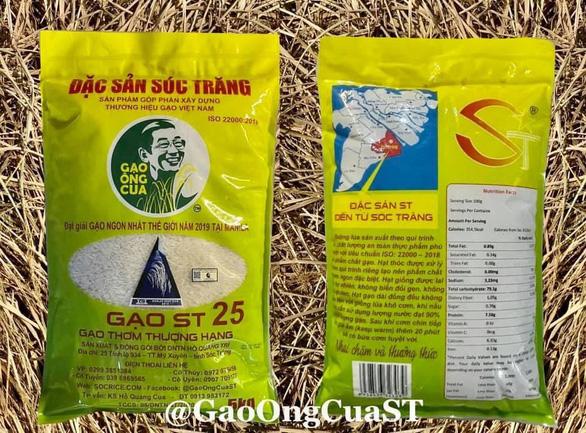 Gạo ST25 in hình ông Hồ Quang Cua để chống hàng giả, vài ngày sau xuất hiện bao bì y chang - Ảnh 1.