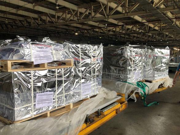 100.000 lọ thuốc điều trị COVID-19 về đến Việt Nam - Ảnh 1.
