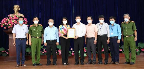 Bệnh viện Chợ Rẫy trao học bổng 'đỡ đầu' cho học sinh mất cha mẹ vì COVID-19 - Ảnh 2.