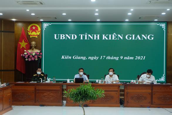Làm việc với Phó thủ tướng: Kiên Giang phấn đấu đến 25-9 kiểm soát dịch COVID-19 - Ảnh 1.