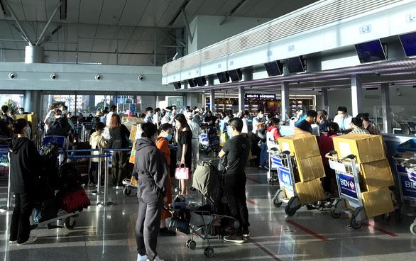 Bảo vệ các hãng hàng không, đừng hy sinh lợi ích của hành khách - Ảnh 1.