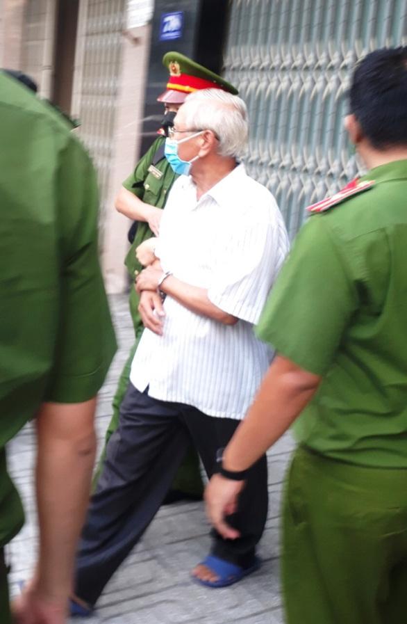 Khởi tố, bắt tạm giam cựu giám đốc Sở Xây dựng Khánh Hòa Lê Văn Dẽ - Ảnh 3.