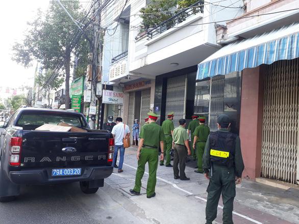 Khởi tố, bắt tạm giam cựu giám đốc Sở Xây dựng Khánh Hòa Lê Văn Dẽ - Ảnh 2.