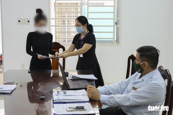Đăng tin được tiêm vắc xin nhờ ba chồng quyền lực, nhận phạt 7,5 triệu đồng - Ảnh 1.