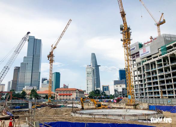 Thứ trưởng Bộ Xây dựng kiểm tra công trường nhà ga metro Bến Thành - Ảnh 3.