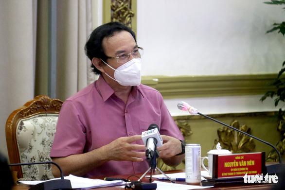 Bí thư Nguyễn Văn Nên: TP.HCM không thể không mở cửa lúc này - Ảnh 1.