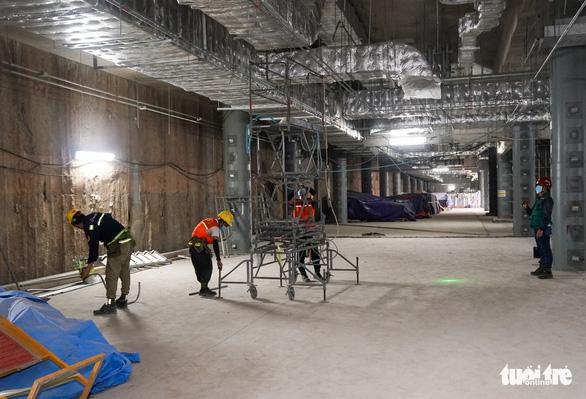 Thứ trưởng Bộ Xây dựng kiểm tra công trường nhà ga metro Bến Thành - Ảnh 4.