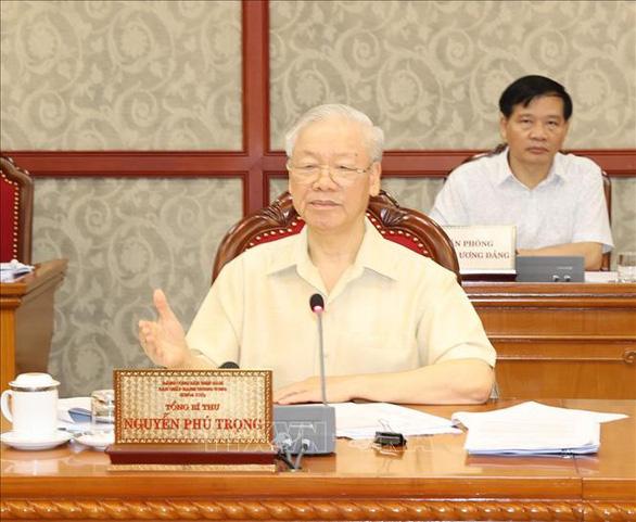 Bộ Chính trị: Tính mạng người dân là trên hết, quyết liệt phục hồi và phát triển kinh tế - Ảnh 1.