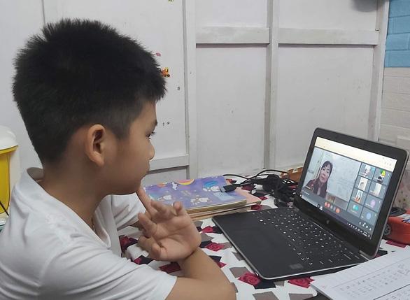 Cà Mau dừng học trực tuyến cấp tiểu học - Ảnh 1.