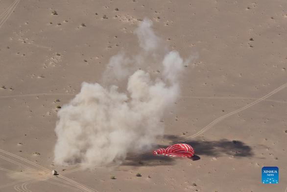 3 phi hành gia Trung Quốc trở về Trái đất sau 3 tháng trên trời - Ảnh 2.