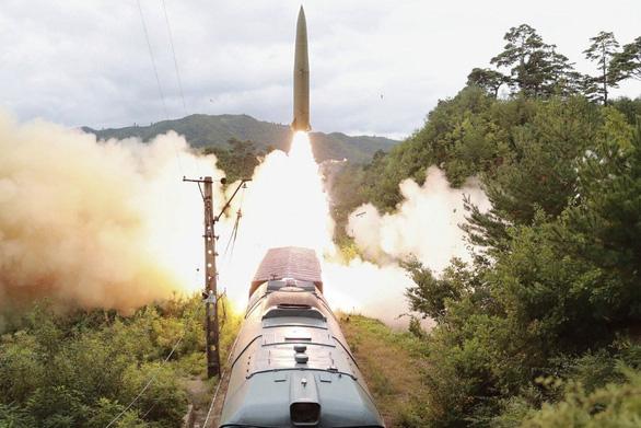 Triều Tiên phóng vật thể bay nghi là tên lửa đạn đạo ra biển Nhật Bản - Ảnh 1.