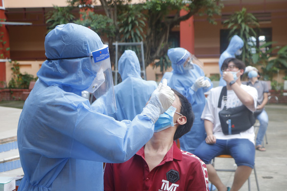 Bình Dương mới chỉ lập danh sách, thông tin bắt đầu tiêm vắc xin trẻ 12-18 tuổi là sai - Ảnh 1.