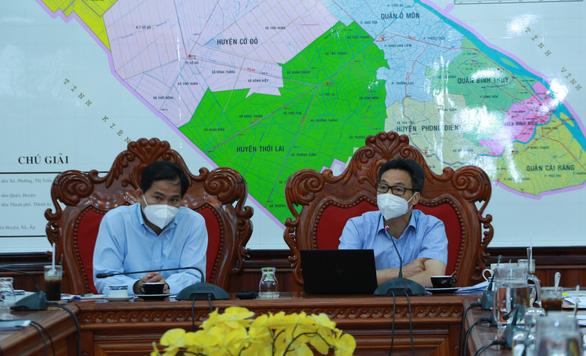 Thứ trưởng Bộ Y tế đề nghị Cần Thơ mạnh dạn nới lỏng các xã, ấp xanh trong 'vùng đỏ' - Ảnh 1.