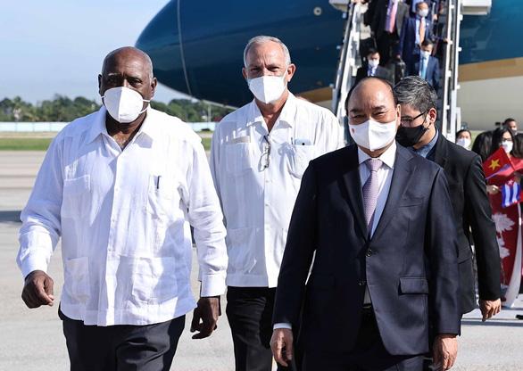 Chủ tịch nước Nguyễn Xuân Phúc đến La Habana, bắt đầu thăm chính thức Cuba - Ảnh 2.