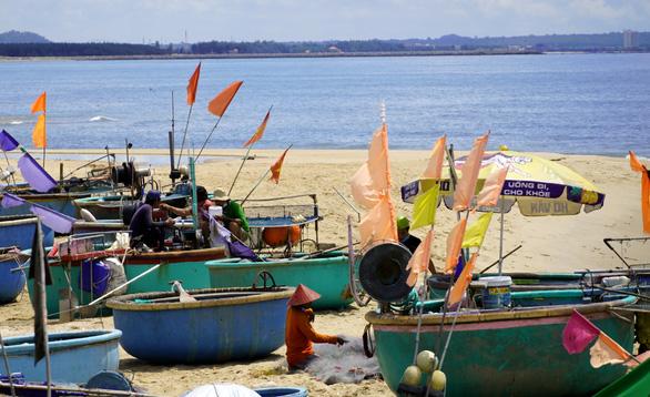 Ngư dân Phước Hải ngóng ngày mở biển - Ảnh 3.