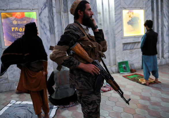 Taliban hứng chịu vụ tấn công khủng bố chết người đầu tiên - Ảnh 1.