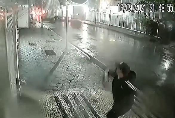 Tổng lãnh sự quán Trung Quốc tại Brazil bị ném thiết bị nổ - Ảnh 1.