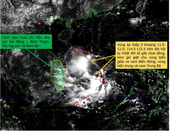 Vùng áp thấp ở Biển Đông hướng vào Trung Bộ, gây ra đợt mưa lớn cho Tây Nguyên, Nam Bộ - Ảnh 1.