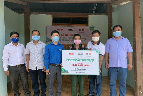 Hoàn thành bàn giao 10 căn nhà cho bà con vùng lũ, sạt lở ở Quảng Nam - Ảnh 1.