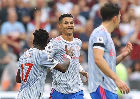 Ronaldo lập công, De Gea cản phạt đền giúp Man Utd ngược dòng kịch tính - Ảnh 1.