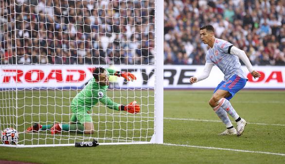 Ronaldo lập công, De Gea cản phạt đền giúp Man Utd ngược dòng kịch tính - Ảnh 3.