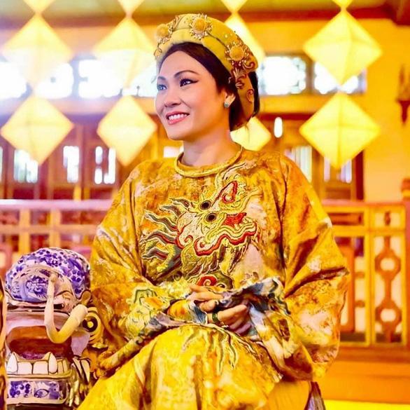 Việt Hương bức xúc vì bức hình cắt ghép cô khóc lóc bên ảnh Phi Nhung - Ảnh 3.