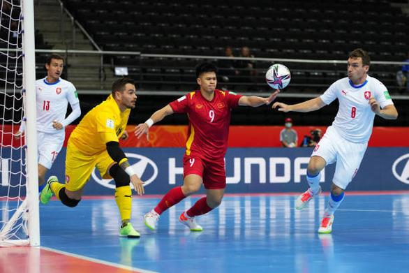 Hòa CH Czech, futsal Việt Nam giành vé vào vòng 16 đội World Cup 2021 - Ảnh 1.