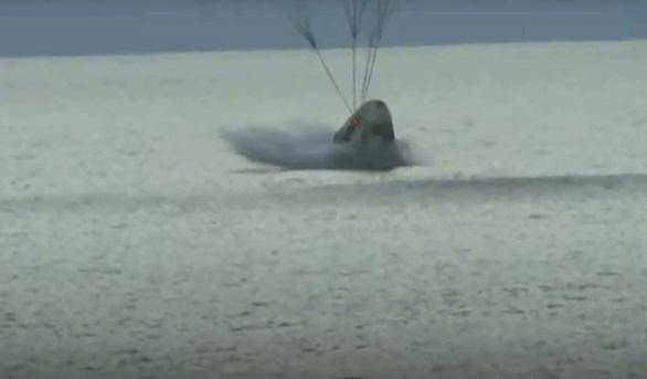 4 phi hành gia không chuyên hạ cánh an toàn, sớm hơn dự kiến - Ảnh 1.