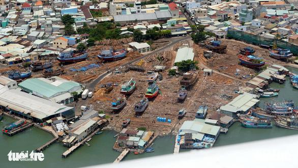 Gần 2.700 ngư dân lênh đênh ngoài biển Vũng Tàu chờ được tiếp tế - Ảnh 1.