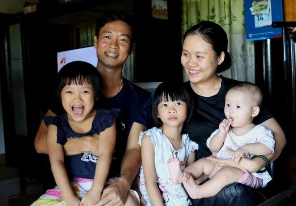 Bán mảnh đất, hai vợ chồng dành 2 tỉ mua thiết bị y tế giúp Quảng Bình chống dịch - Ảnh 1.