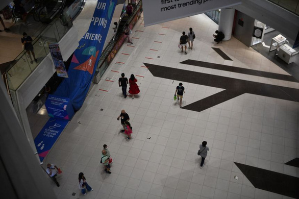 Ca COVID-19 mới tăng vọt chạm mốc 4 con số, Singapore vẫn lạc quan - Ảnh 1.
