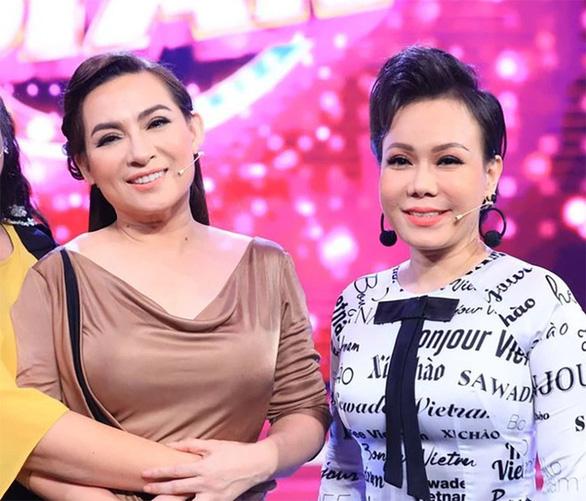 Việt Hương bức xúc vì bức hình cắt ghép cô khóc lóc bên ảnh Phi Nhung - Ảnh 1.