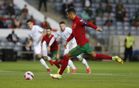 Ronaldo lập kỷ lục ghi bàn mới, Bồ Đào Nha lội ngược dòng nghẹt thở CH Ireland - Ảnh 1.