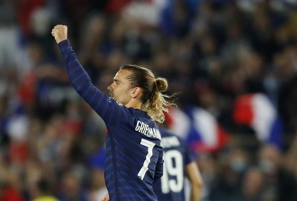 Mất người vì thẻ đỏ, Pháp bị Bosnia cầm chân - Ảnh 2.