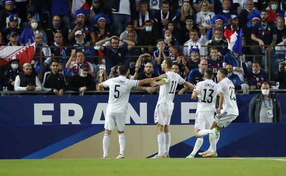 Mất người vì thẻ đỏ, Pháp bị Bosnia cầm chân - Ảnh 1.