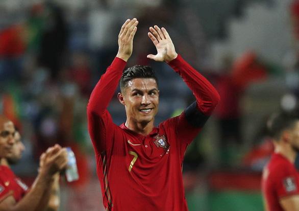 Ronaldo 'rất hạnh phúc' sau khi phá kỷ lục ghi bàn của Ali Daei - Ảnh 1.
