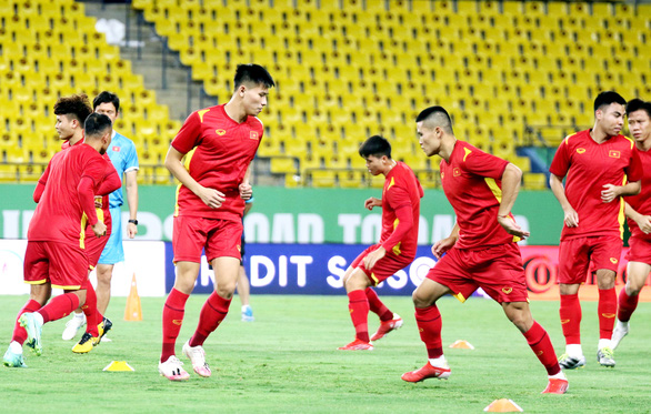 Đội tuyển Việt Nam làm quen với sân thi đấu King Saud University - Ảnh 5.