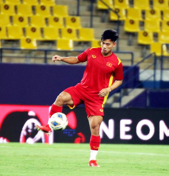 Đội tuyển Việt Nam làm quen với sân thi đấu King Saud University - Ảnh 3.