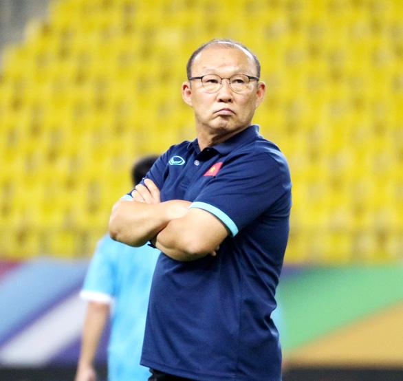 Đội tuyển Việt Nam làm quen với sân thi đấu King Saud University - Ảnh 6.